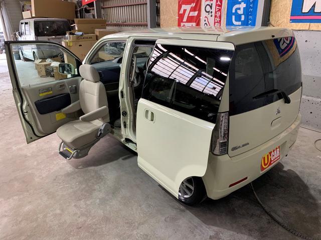 助手席サイドリフトシート付福祉車両です!左リアドアはスライドドアなので車いすの収納も楽々かと思います!