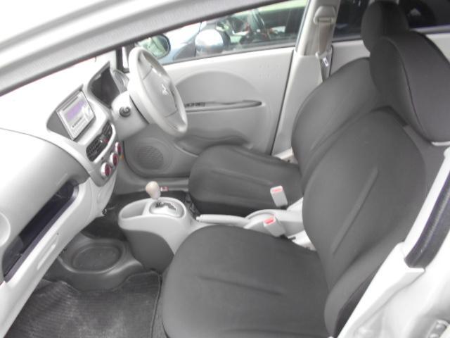 運転席足元広いです。この車、あるものが後ろにあるんです!