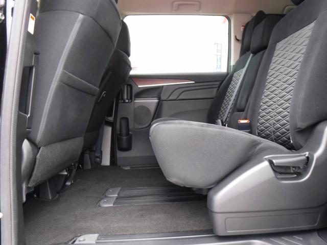 G 4WDディーゼル車・禁煙車・レンタアップ・社外メモリーナビ・アラウンドビューカメラ・両側自動ドア・ETC・パドルシフト・LEDヘッドライト・純正18inアルミ・スマートキー・プッシュスタート・クルコン(15枚目)