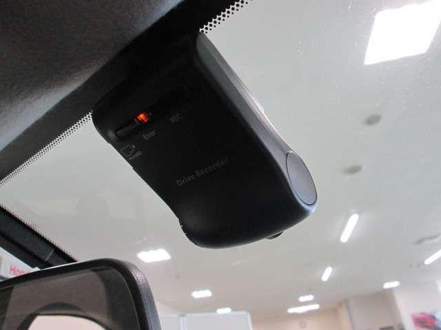 今は必需品となりましたドライブレコーダー搭載ですっ!!