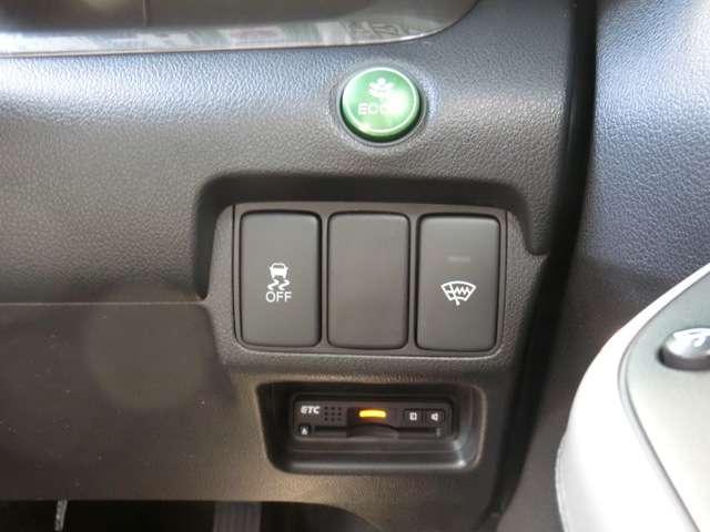 ECONボタン付きなのでアクセルを深く踏み込んでもスロットルが大きく開かないよう制御されますので燃費の向上も期待できます!
