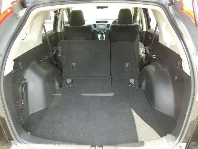 シートを上げればさらに大容量に荷物を積めます!