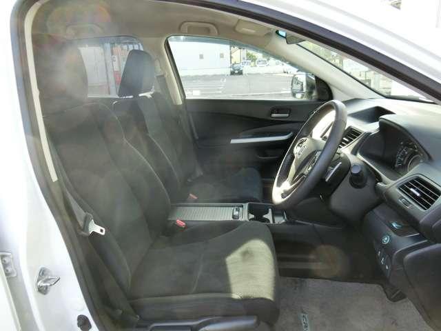 運転席、助手席も広々快適です!