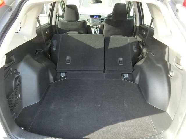 シートを下げればさらに大容量に荷物を積めます!