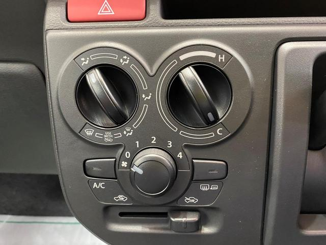 S 4WD スズキセーフティサポート デュアルセンサーブレーキサポート アイドリングストップ キーレス エアコン 電動格納ドアミラー シートヒーター  パワーウィンドウ 運転席シートリフター(3枚目)