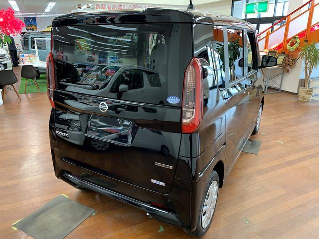 4WD ABS 横滑り防止装置 衝突軽減ブレーキ 障害物センサー ベンチシート シートヒーター アイドリングストップ 片側電動スライドドア 盗難防止装置 電動格納ドアミラー バックカメラ(6枚目)