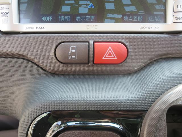 運転席からインパネ部のスイッチを押すだけで、左側スライドドアを開閉出来ます。
