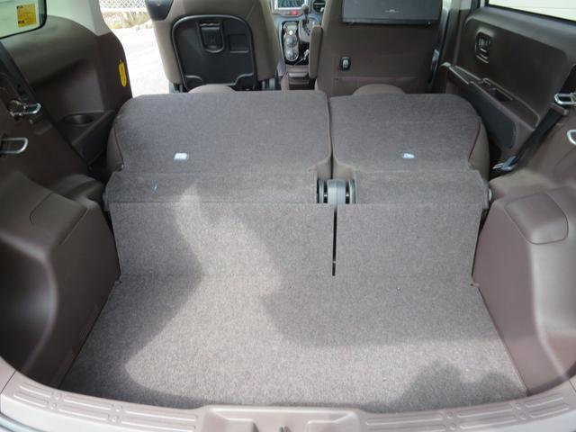 リヤシートは6:4分割式シートで使い分けが出来便利です。大きな荷物も積み込めます!!