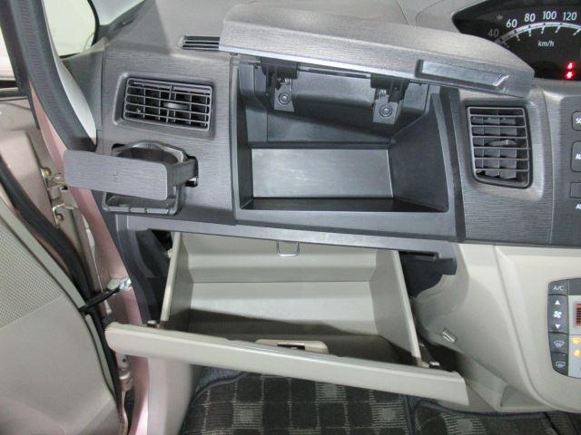 いろいろな場所に収納スペースがあり便利な車種です!!