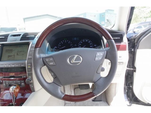 LS600hL 4WD/4年保証/WALDフルエアロ/Bバイソン/20AW/LSロング/リアエンター/マークレビンソン/中期テール/サスコン/サンルーフ(25枚目)