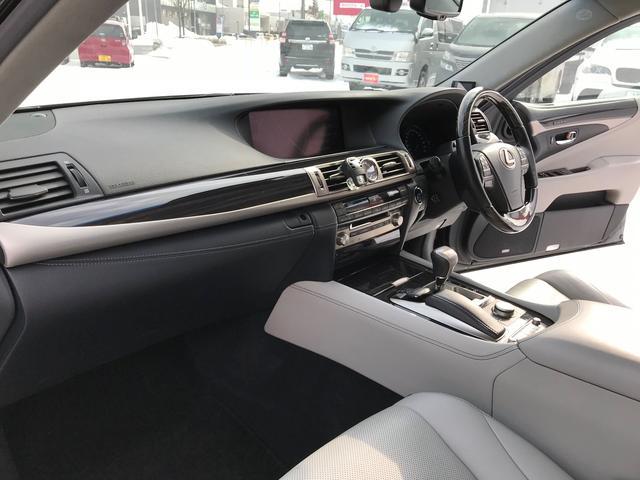 レクサス LS LS600h バージョンL 4WD 22インチアルミ