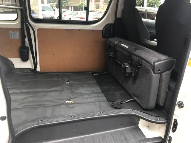 3.0DT 4WD AT Tベルト済 5ドア 3/6人乗り(13枚目)
