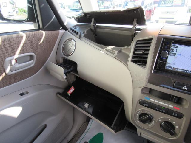 リミテッドII 4WD ABS 社外ナビ 社外エンジンスターター 両側パワースライドドア プッシュスタート スマートキー ディスチャージ 社外アルミ ユーザー買取 シートヒーター(11枚目)