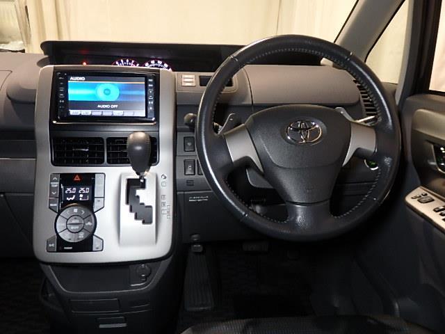 トヨタ ヴォクシー ZS 煌 4WD