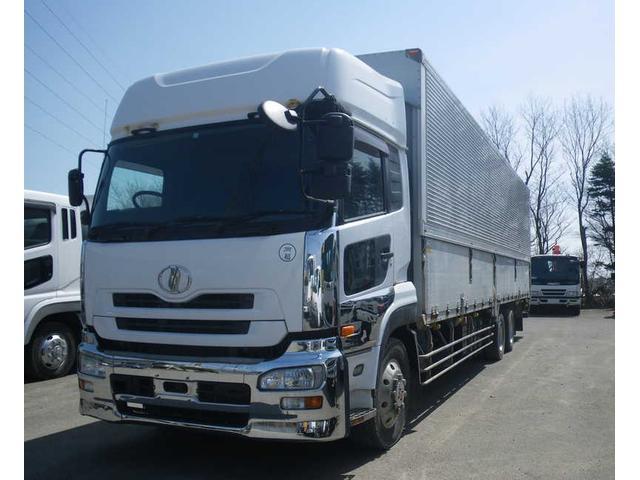 UDトラックス クオン アルミウイング・3軸低床