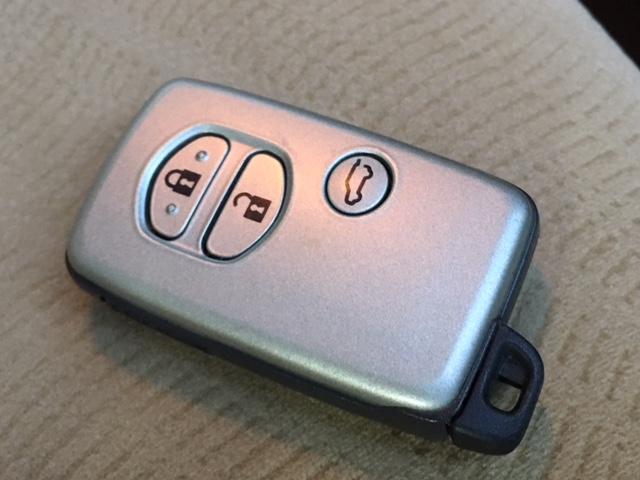 ★キーフリーシステム キーの差込み操作なしにドアの解錠・施錠から、エンジンの始動・停止まで行える進化型のキーレスエントリーシステム★