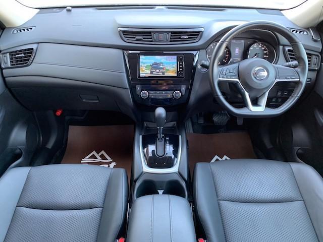 20X ストラーダSDナビ レーダーブレーキ パワーバックドア カプロンシート コムテックエンジンスターター コーナーセンサー バックカメラ ステアリングスイッチ 革巻きステアリング LEDヘッドライト(4枚目)