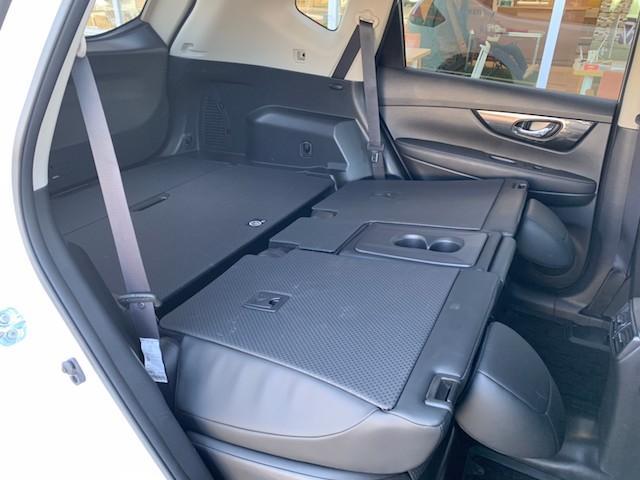 20X ストラーダSDナビ レーダーブレーキ パワーバックドア カプロンシート コムテックエンジンスターター コーナーセンサー バックカメラ ステアリングスイッチ 革巻きステアリング LEDヘッドライト(45枚目)