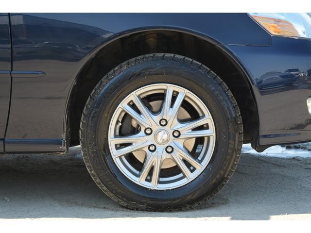グランデFour Sパッケージ 4WD スタッドレスタイヤ(17枚目)