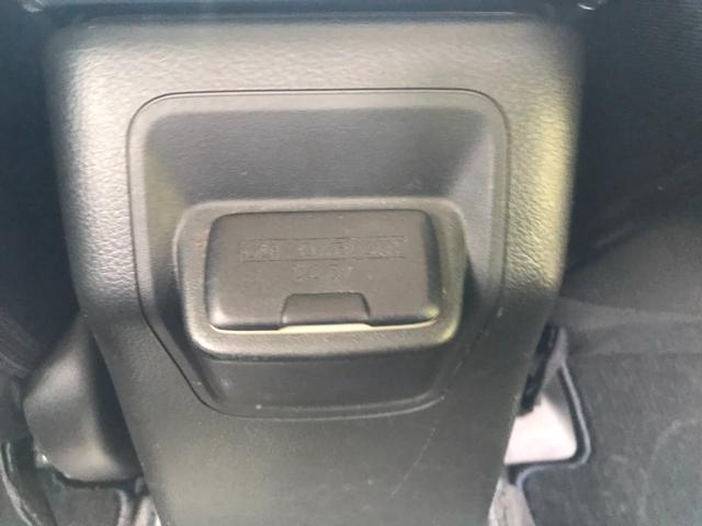 USBジャック付♪後席でも携帯、タブレット充電出来ちゃいます♪