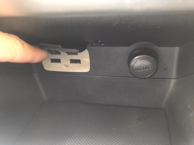 USBジャック付♪後席でも携帯、タブレット充電出来ちゃいます♪USBジャック付♪
