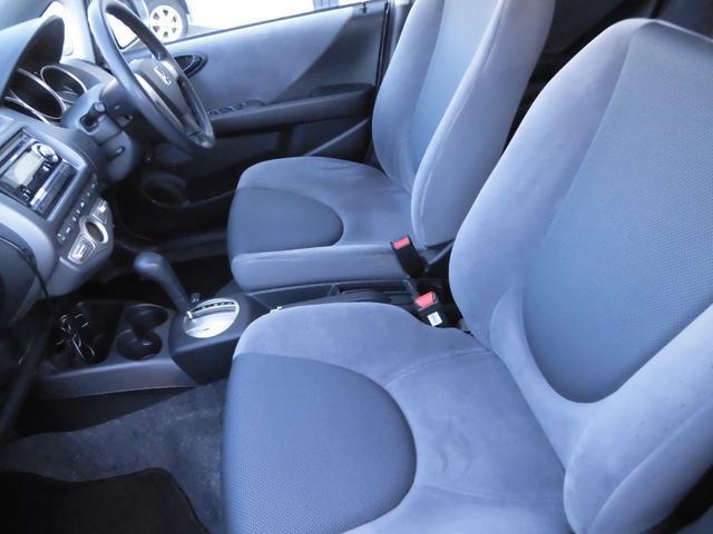 助手席のシートもとても広く良いコンディションになっています、足元も広々しており快適なドライブをお楽しみください。