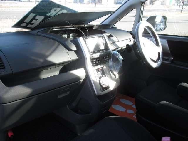 トヨタ ヴォクシー Z 4WD キーレス ETC HDDナビ Bカメラ HID