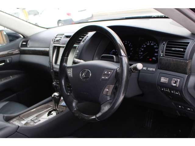 LS600hL 4WD セキュリティカメラ サンルーフ CD(5枚目)