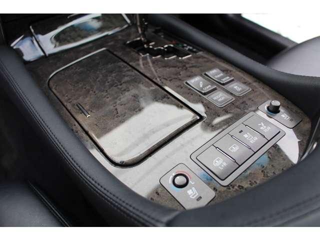 LS600hL 4WD セキュリティカメラ サンルーフ CD(12枚目)