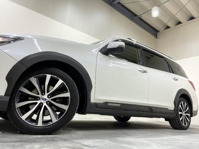ホイルは17インチホイルになります。タイヤは夏冬セットでお付けしますので、余計な出費もかさまず安心です。タイヤサイズ215-50-17。