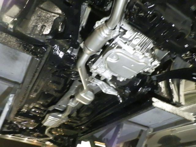 現車写真。下回り前方写真になります。全車下回りに防錆塗装を施工。マフラーには耐熱防錆塗装を施工し、塩害被害から車体を守ります。