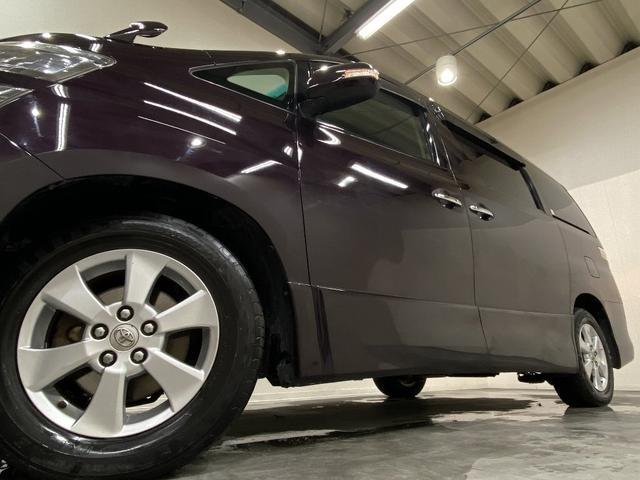 ホイルは純正16インチアルミホイルになります。タイヤは夏冬セットでお付けしますので、余計な出費もかさまず安心です。タイヤサイズ215-65-16。