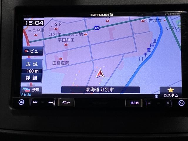 社外メモリナビになります。DVDビデオ再生機能が付いています。スマホ接続可能です。TVは地デジワンセグチューナーなります。走行中もTVの視聴は可能です。
