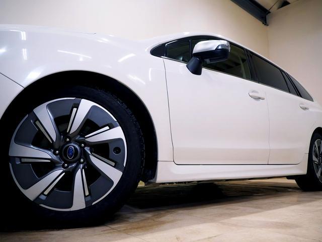 ホイルは純正17インチアルミホイルになります。タイヤは夏冬セットでお付けしますので、余計な出費もかさまず安心です。タイヤサイズ215-50-17。