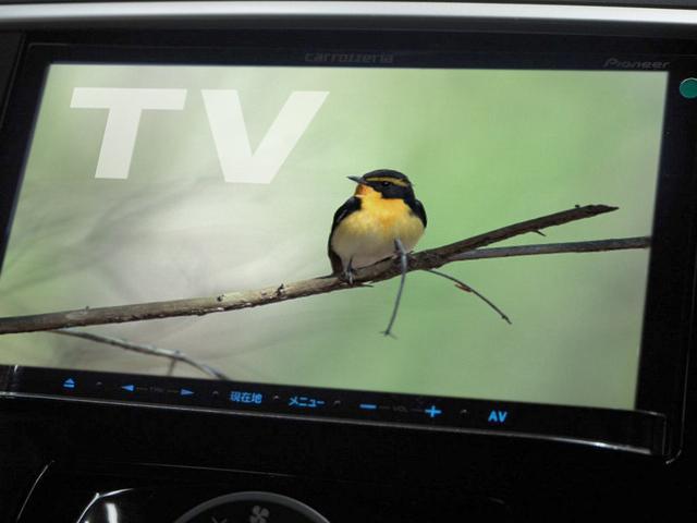 TVは地デジワンセグチューナーなります。走行中もTVの視聴は可能です。