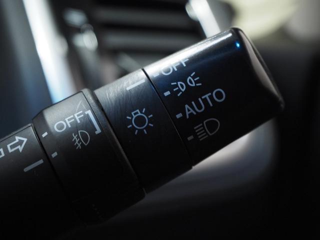 オートライト機能付き。高速道路や峠などのトンネルではうっかり点灯し忘れそうになりますが、オートライト機能があれば自動でライトが点灯し安全、安心して走行できるたのもしい装備になります。