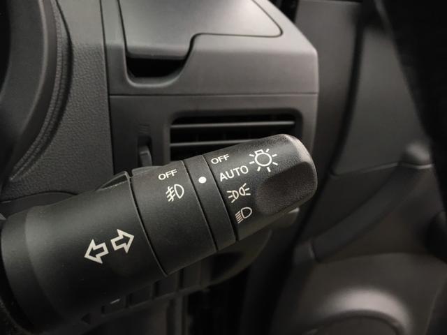オートライト機能付き♪高速道路や峠などのトンネル・夕暮れ時にセンサーが車外の暗さを感知し、自動でヘッドライトが付くので、運転に集中し安全・安心に走行が出来る頼もしい装備です♪