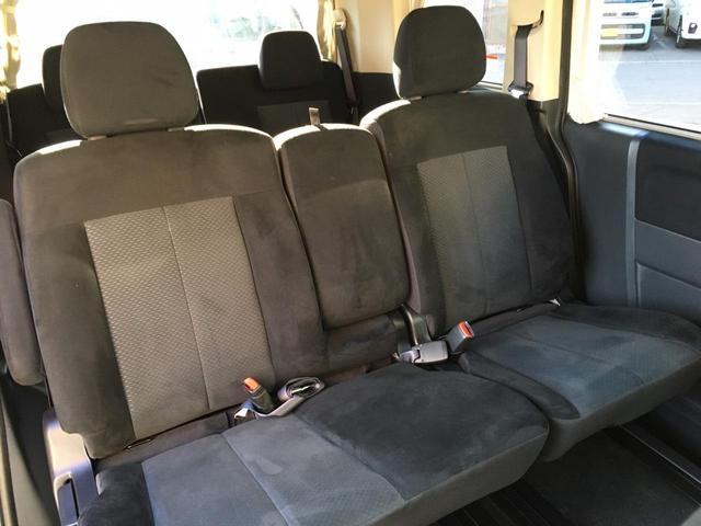 セカンドシートは8人乗り仕様なのでベンチシートタイプ♪
