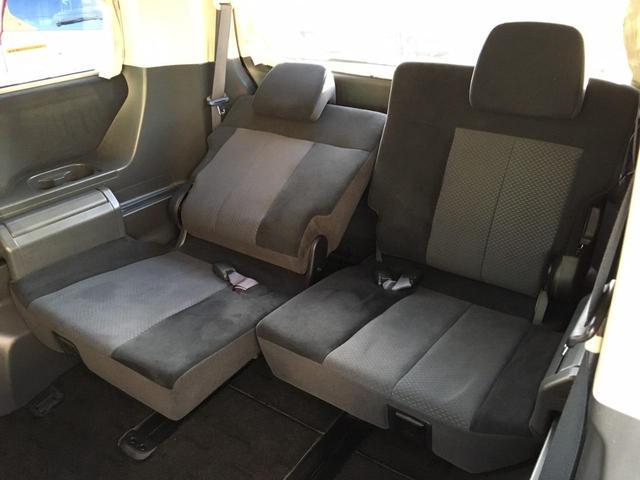 サードシートも左右別々にスライド&リクライニングOK! シートアレンジ色々♪