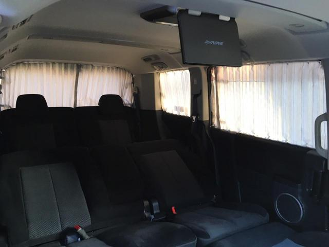 純正オプションの後席カーテン付きで車中泊の際に大活躍間違いなしです(^-^)