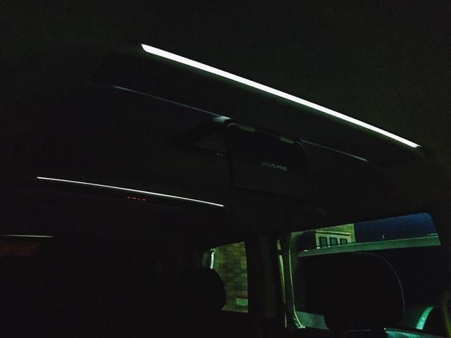 ルーフイルミネーション付きで夜間の車内をムーディーに演出してくれます(*'▽')