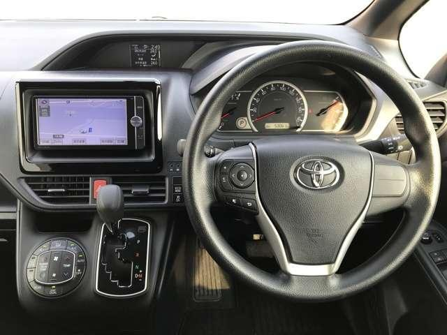 トヨタ ノア X  3列シート・キーレス・4WD