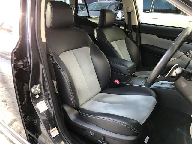 ハーフレザーシート♪パワーシートも装備しておりますので、最適なドライビングポジションを選択いただけます♪
