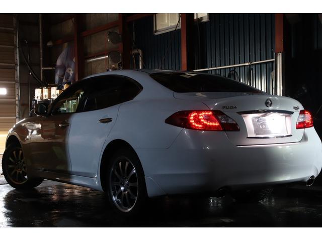 370GTーFOUR4WDx19AWx本革シートxHDDナビ(4枚目)