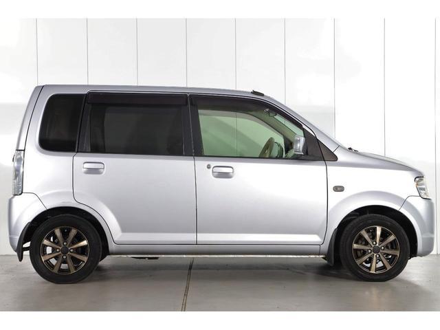 M 5速マニュアル車/運転席シートヒーター/CDオーディオ/ベンチシート/ベージュ内装/4WD/キーレスエントリー(9枚目)