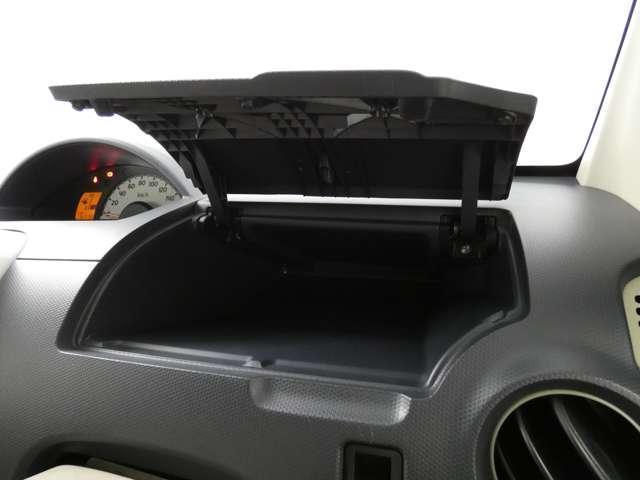 M 5速マニュアル車/運転席シートヒーター/CDオーディオ/ベンチシート/ベージュ内装/4WD/キーレスエントリー(24枚目)