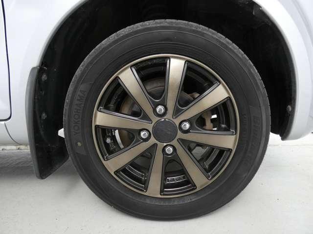 M 5速マニュアル車/運転席シートヒーター/CDオーディオ/ベンチシート/ベージュ内装/4WD/キーレスエントリー(28枚目)