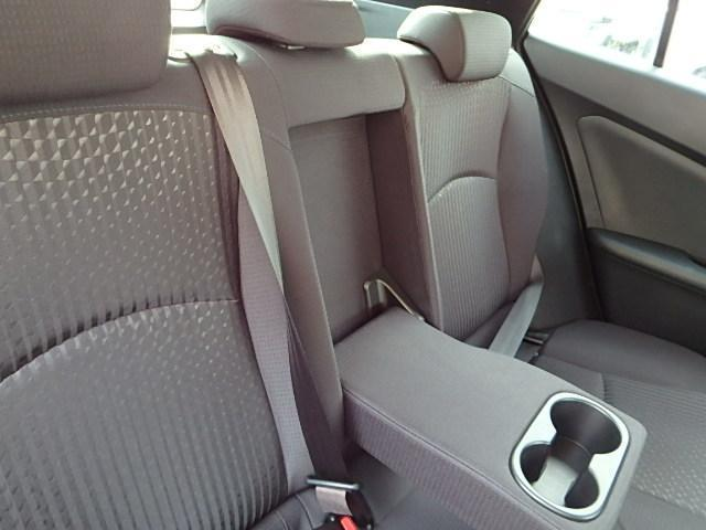 真ん中のシートを開けることでドリンクホルダーになります!