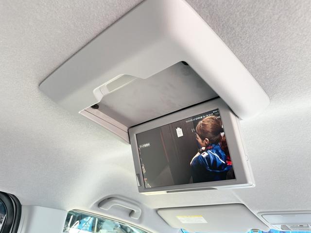 Z クールスピリット 4WD 禁煙 全方位カメラ フリップダウンモニター 純正HDDナビ フルセグTV バックカメラ ETC クルーズコントロール インテリキー ハーフレザーシート 両側電動スライド HIDヘッドライト(17枚目)
