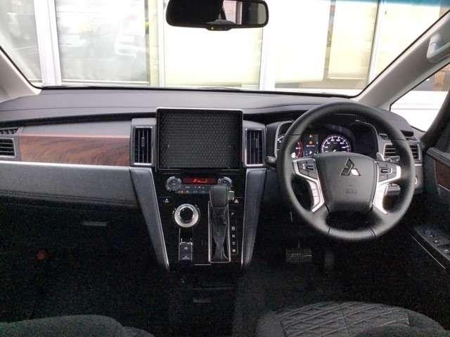P クリーンディーゼル車 運転席パワーシート 助手席側電動サイドステップ 禁煙車 7人乗りウォークスルー(2枚目)
